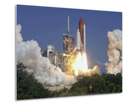 Space Shuttle Discovery-Paul Kizzle-Metal Print