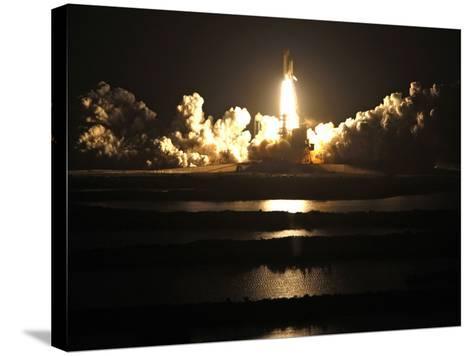 APTOPIX Space Shuttle-John Raoux-Stretched Canvas Print