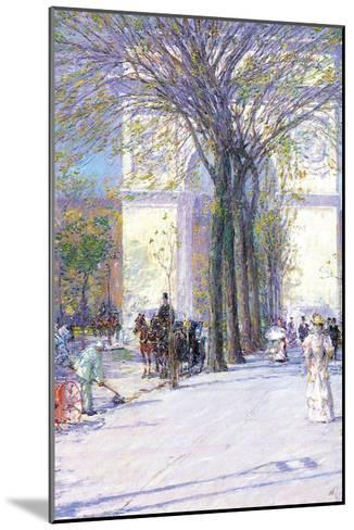 Washington Triumphal Arch in Spring-Childe Hassam-Mounted Art Print