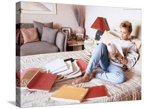 Vanessa Williams, Relaxes While Reading over Movie Scripts, 1987-Vandell Cobb-Stretched Canvas Print