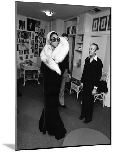 Diahann Carroll - 1975-Isaac Sutton-Mounted Photographic Print