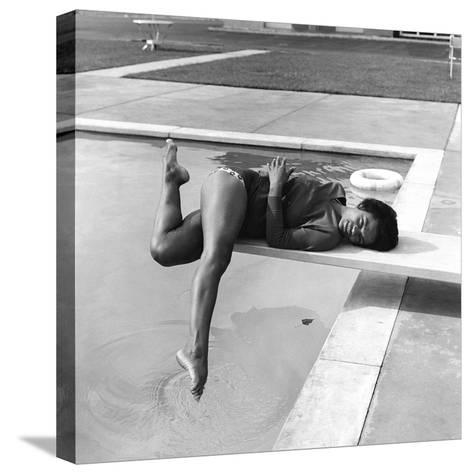 Eartha Kitt - 1959-Isaac Sutton-Stretched Canvas Print