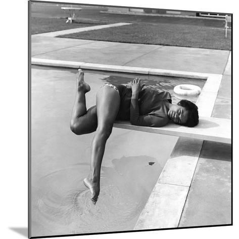 Eartha Kitt - 1959-Isaac Sutton-Mounted Photographic Print