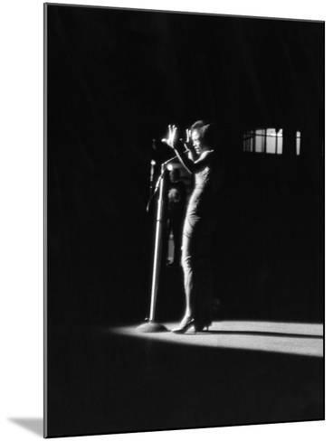 Eartha Kitt - 1959-Isaac Sutton-Mounted Photographic Print