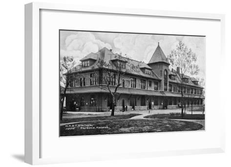 Parsons, Kansas - Missouri, Kansas, and Texas Railroad Station-Lantern Press-Framed Art Print