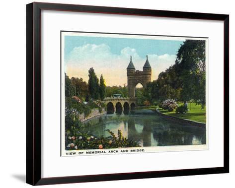 Hartford, Connecticut - Bushnell Park Memorial Arch and Bridge Scene-Lantern Press-Framed Art Print
