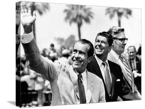 Pres Richard Nixon, Gov Ronald Reagan and Donald Johnson, Administrator of Veterans Affairs--Stretched Canvas Print