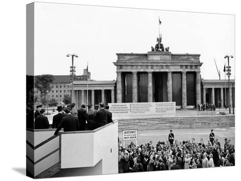 President John Kennedy Visits the Berlin Wall--Stretched Canvas Print
