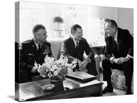 President Lyndon Johnson with Gen William Westmoreland and Defense Secretary Robert McNamara--Stretched Canvas Print