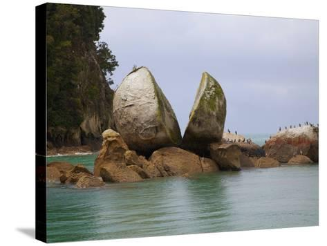Split Rock, Kaiteriteri Coast, Abel Tasman National Park, South Island, New Zealand-Douglas Peebles-Stretched Canvas Print