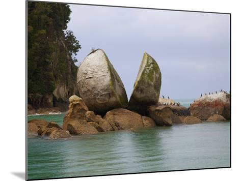 Split Rock, Kaiteriteri Coast, Abel Tasman National Park, South Island, New Zealand-Douglas Peebles-Mounted Photographic Print