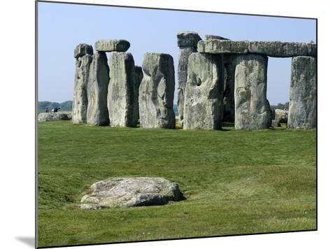 Standing Stone Circle of Stonehenge, 3000-2000BC, UNESCO World Heritage Site, Wiltshire, England-Ethel Davies-Mounted Photographic Print