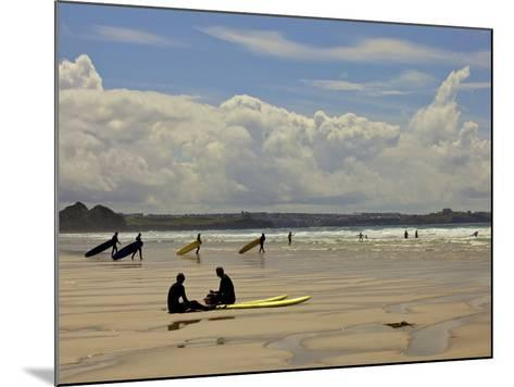 Surfers with Boards on Perranporth Beach, Cornwall, England-Simon Montgomery-Mounted Photographic Print