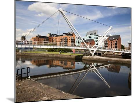 Knights Way Bridge at Leeds Lock No 1, Leeds, West Yorkshire, Yorkshire, England, UK, Europe-Mark Sunderland-Mounted Photographic Print