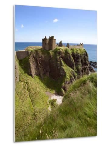 Dunnottar Castle Near Stonehaven, Aberdeenshire, Scotland, United Kingdom, Europe-Mark Sunderland-Metal Print