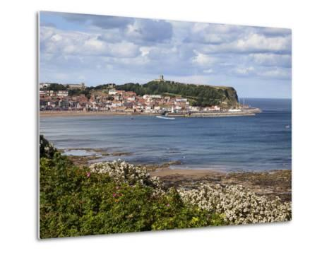 South Bay and Castle Hill from South Cliff Gardens, Scarborough, North Yorkshire, England, UK-Mark Sunderland-Metal Print