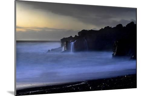 The Atlantic Ocean and Cliffs at Selatangar at Sunset-Raul Touzon-Mounted Photographic Print