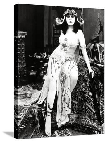 "Theda Bara. ""Cleopatra"" 1917, Directed by J. Gordon Edwards--Stretched Canvas Print"