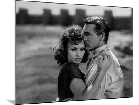 Sophia Loren and Cary Grant in 'The Pride and the Passion' by Stanley Kramer, 1957--Mounted Giclee Print