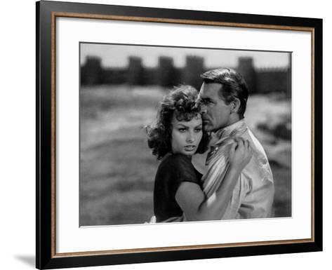 Sophia Loren and Cary Grant in 'The Pride and the Passion' by Stanley Kramer, 1957--Framed Art Print