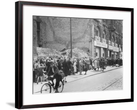 East Berliners Queueing in Front of a Currency Exchange Point in Invalidenstrasse, Berlin-Mitte,…-German photographer-Framed Art Print