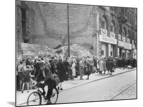 East Berliners Queueing in Front of a Currency Exchange Point in Invalidenstrasse, Berlin-Mitte,…-German photographer-Mounted Photographic Print