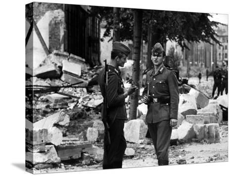 The Construction of the Berlin Wall, 15th August 1961--Stretched Canvas Print