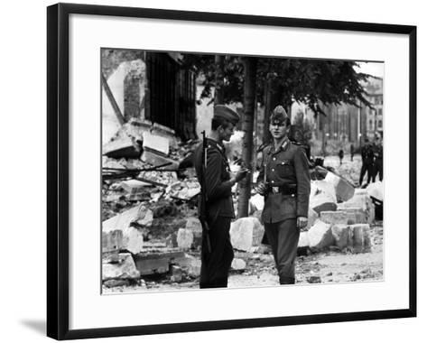 The Construction of the Berlin Wall, 15th August 1961--Framed Art Print