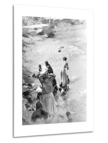 Washing at the River Near Tehuantepec, Mexico, 1929-Tina Modotti-Metal Print
