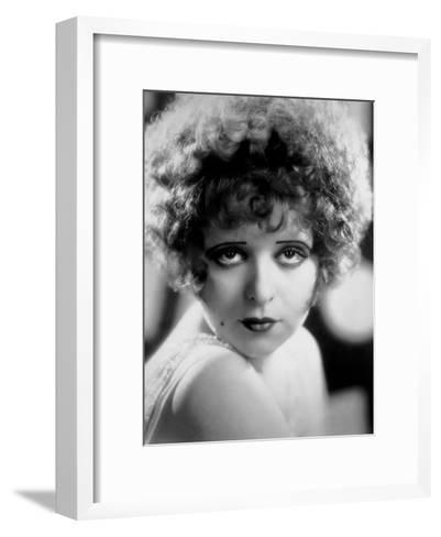 L'Actrice Americaine Clara Bow (1905-1965)--Framed Art Print