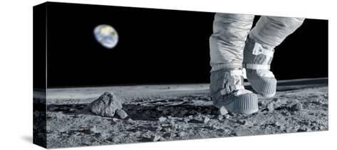 Astronaut Walking on the Moon-Detlev Van Ravenswaay-Stretched Canvas Print