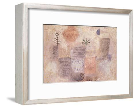Park with the cool Crescent-Paul Klee-Framed Art Print