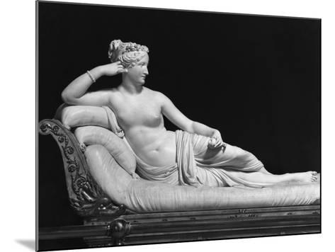 Pauline Bonaparte, Princess Borghese as Venus Triumphant, c.1805-08-Antonio Canova-Mounted Giclee Print