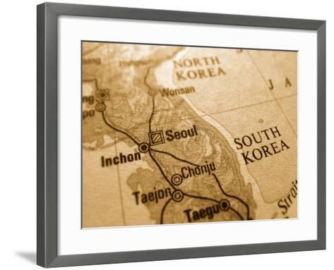 Seoul-sean gladwell-Framed Art Print