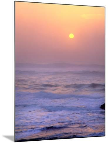 Sun Setting over the Pacific Ocean, Oregon, USA-Jaynes Gallery-Mounted Photographic Print