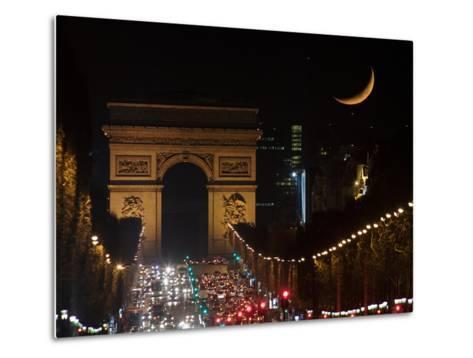 The Setting Crescent Moon at the Arc De Triomphe and Champs-Elysees Avenue-Babak Tafreshi-Metal Print