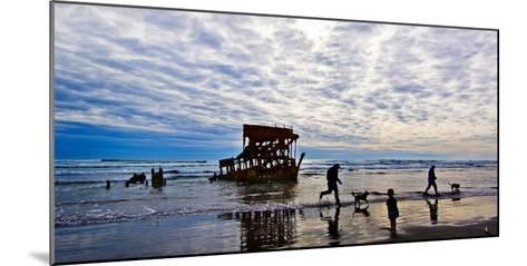 Peter Iredale Shipwreck, Fort Stevens, Oregon, USA--Mounted Photographic Print