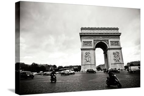 Arc de Triomphe II-Erin Berzel-Stretched Canvas Print
