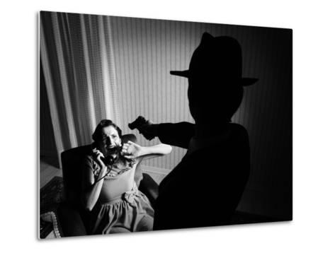 Killer Pointing the Gun at a Terrified Woman-stokkete-Metal Print