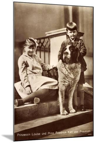 Prinzessin Louise Und Prinz Friedrich Karl Von Preußen Mit Bernhardiner--Mounted Giclee Print