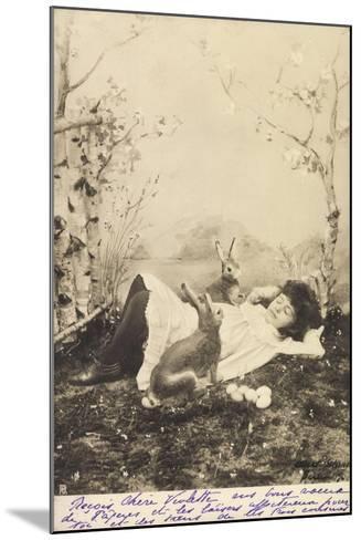 Glückwunsch Ostern, Mädchen Schlafend Mit Hasen--Mounted Giclee Print