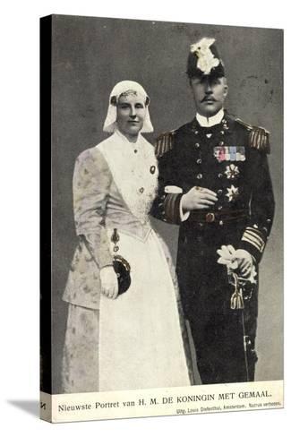 Koningin Wilhelmina Met Gemaal, Niederlande--Stretched Canvas Print
