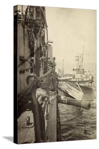 Foto U Boot 48 L?ngsseits, Kriegsschiff, Gesch?tze--Stretched Canvas Print