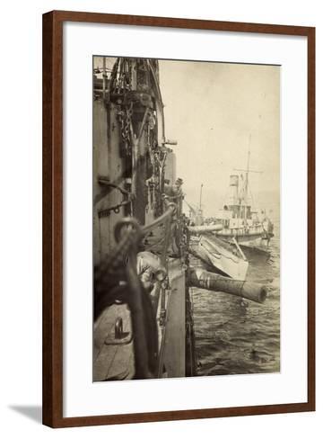 Foto U Boot 48 L?ngsseits, Kriegsschiff, Gesch?tze--Framed Art Print
