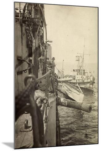 Foto U Boot 48 L?ngsseits, Kriegsschiff, Gesch?tze--Mounted Giclee Print