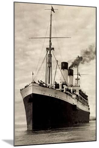 Hamburg Süd, HSDG, M.S. Monte Sarmiento, Dampfer--Mounted Giclee Print