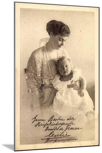 Kronprinzessin Cecilie Von Preußen Mit Tochter--Mounted Giclee Print