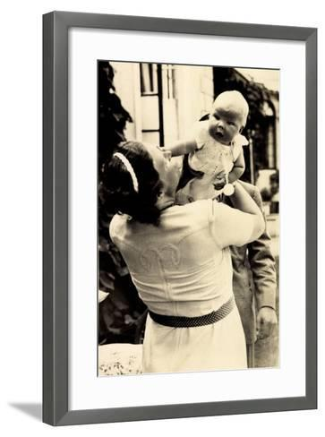 Prinzessin Juliana Mit Beatrix, Adel Niederlande--Framed Art Print