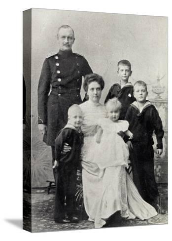 Kronprinz Friedrich August V Sachsen Mit Familie--Stretched Canvas Print