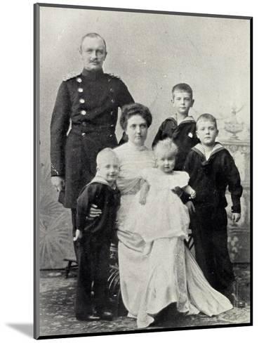 Kronprinz Friedrich August V Sachsen Mit Familie--Mounted Giclee Print